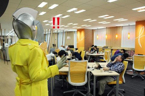 疲労困憊の社員に驚くウルトラの母(加工入).jpg